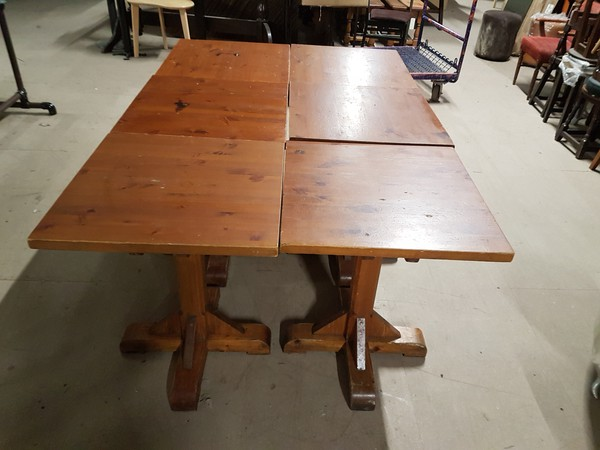Single Pedestal Tables
