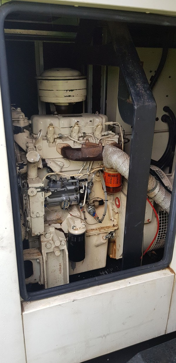 Used 25 kVA road tow generator