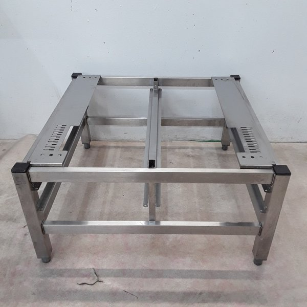 Oven stand with cooling racks