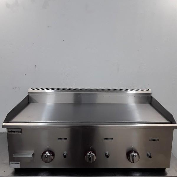 New B Grade E-RQP-720 3 Burner Flat Griddle (10307)