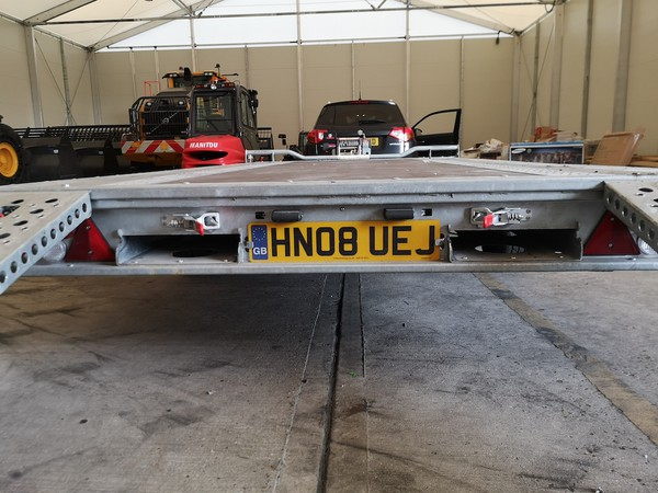 Buy Used 4.5m Flat Bed Brian James Trailer