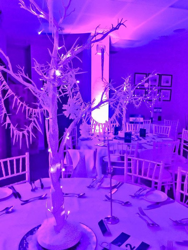 White Winter Wonderland Twinkling Table Centres