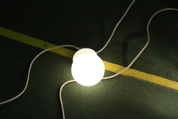 8 LED Light Globe Walkway Set