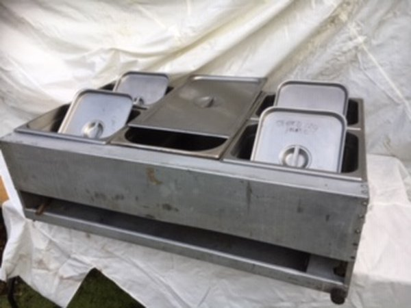LPG Wet Bain Marie With 4 Half And 1 Full Gastronomes And Lids