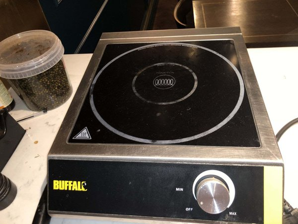 Commercial induction hob