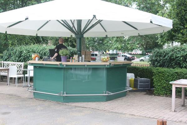 Mobile umbrella bar