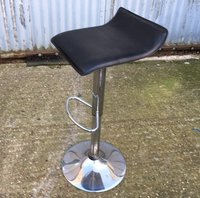 High bar stool in black and chrome