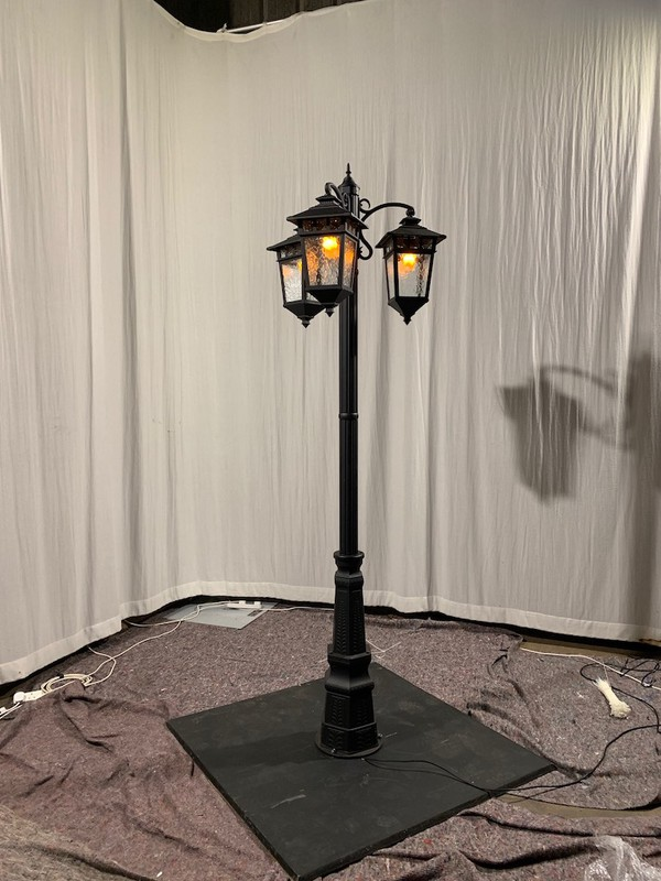 6x Lamp Posts complete with Wooden Base Plate & LED Flicker Bulbs