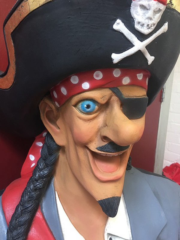Secondhand pirate statue