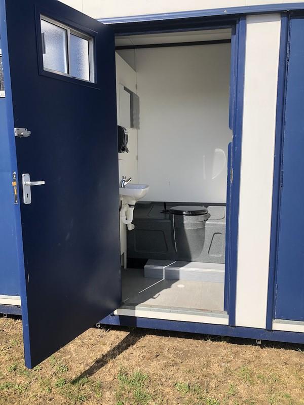 Second Hand 6 Bay Jack Leg Toilet Cabins