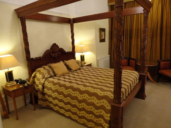 7 Foot High King Size 4 Poster Bed