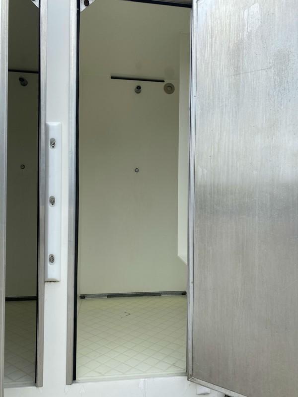 4 cubicle shower block