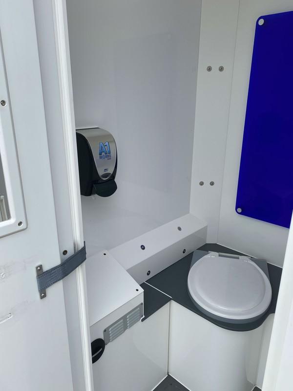 6 cubicle fork lift toilet block
