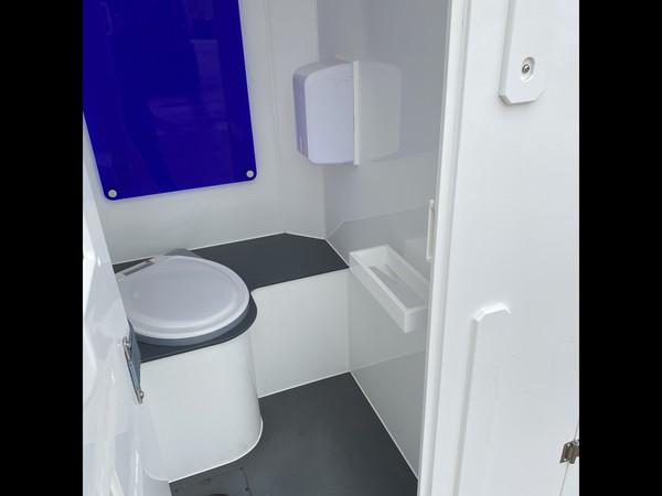Six cubicle toilet unit