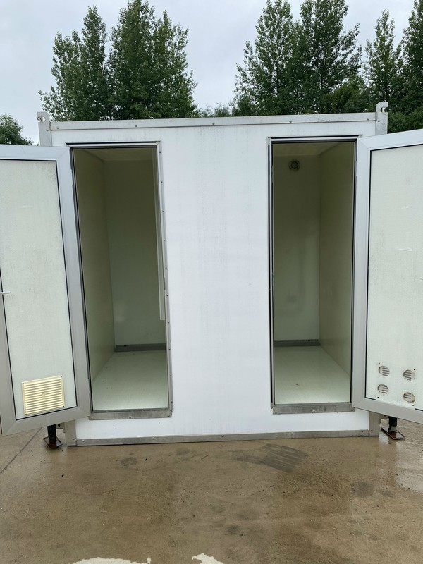 4 bay shower unit