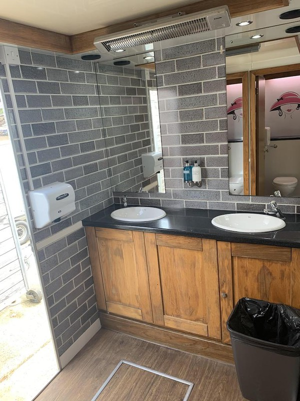 4+1 Luxury Toilet Trailers