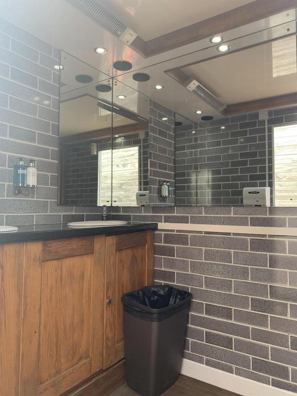Buy Used 4+1 Luxury Toilet Trailer