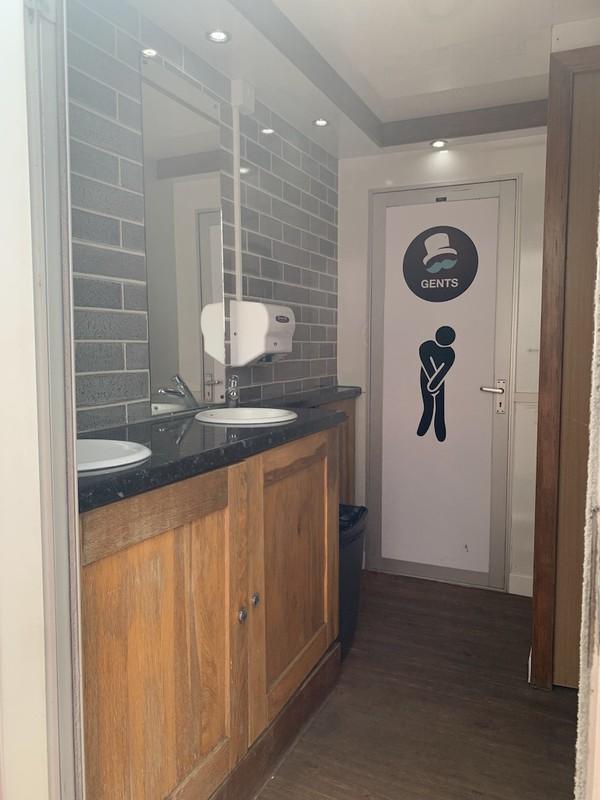 Second Hand 4+1 Luxury Toilet Trailer