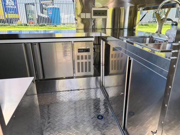 Refrigerator under counter