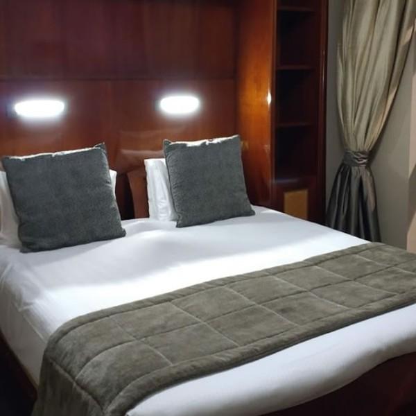 Luxury Ex-Hotel Bed Runners