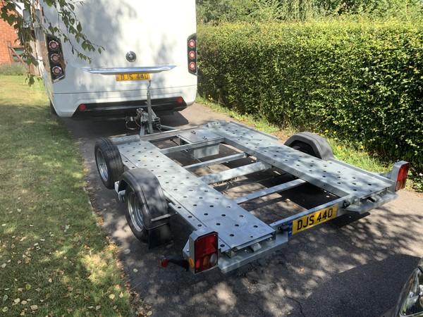 Smart car trailer for motorhomes