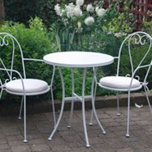 Outdoor round tables for sale