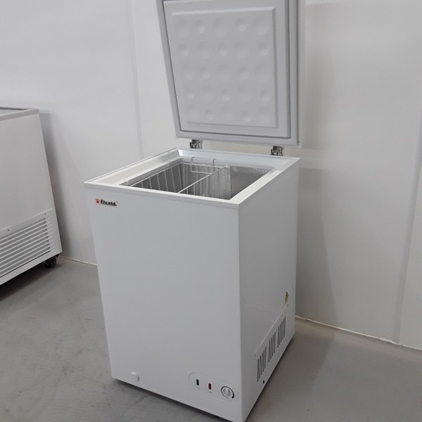 Top opening lid chest freezer