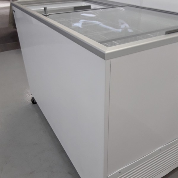 sliding display fridge