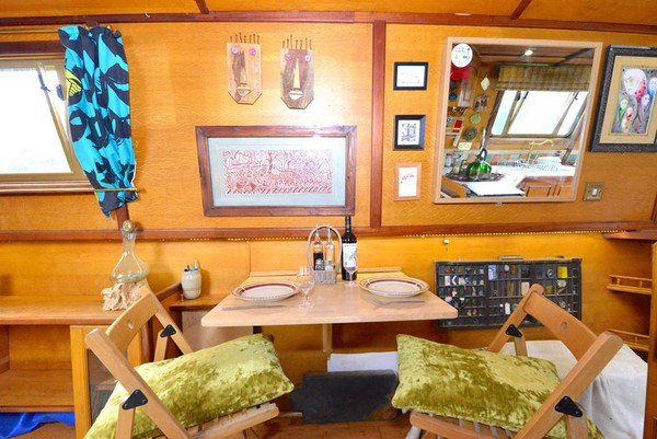 Beautiful Tyler Wilson 57' Trad Narrowboat - Hertfordshire