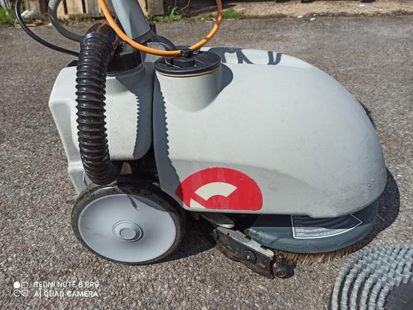 Used Industrial Floor Cleaner