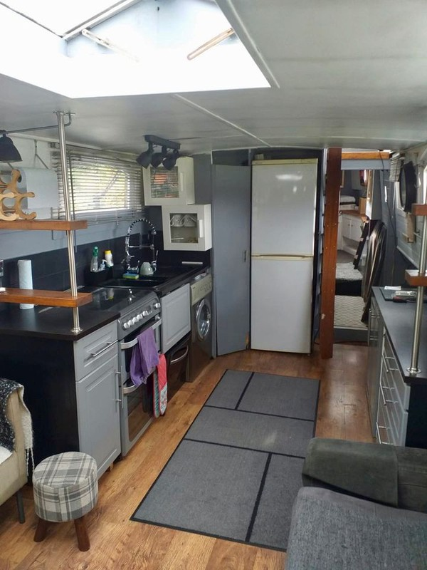 House boat with kitchen