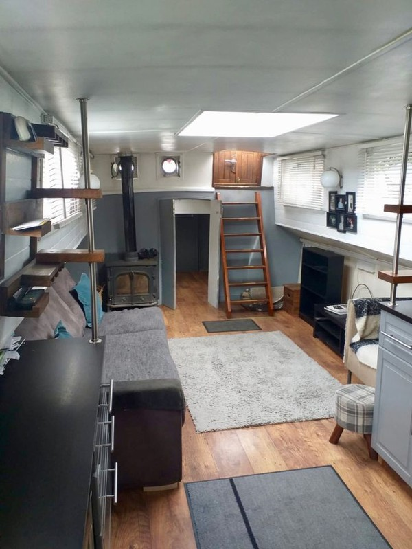 London House boat for sale