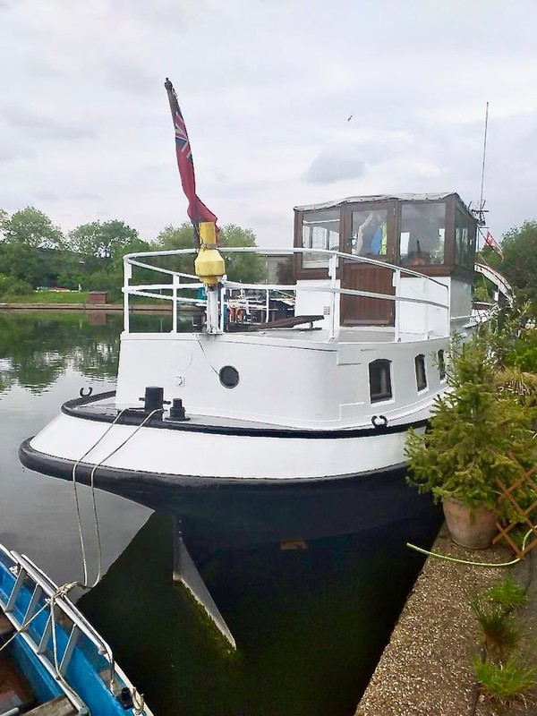 London house boat with mooring for sale