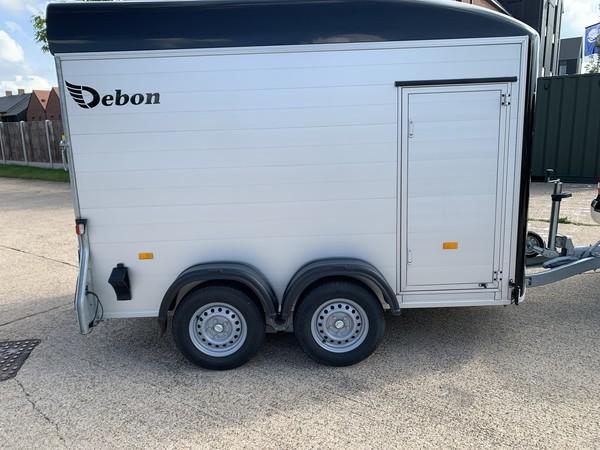 Debon Roadster C500 Twin Axle Box Van Trailer Rear Ramp