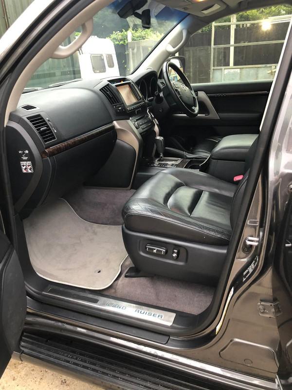 Full leather seating Landcruiser