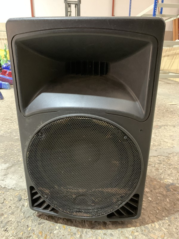 Wide Dispersion Sound Reinforcement Speakers With Stands