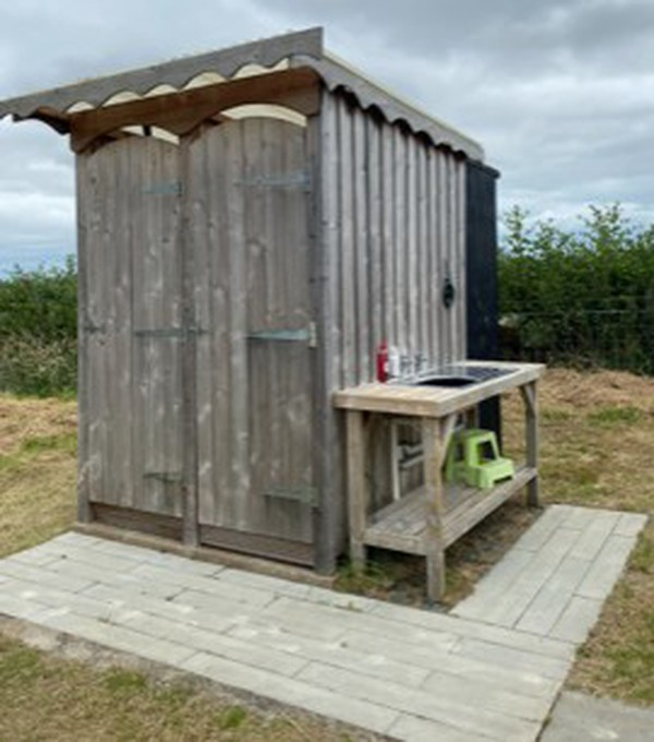 Glamping Toilet and shower