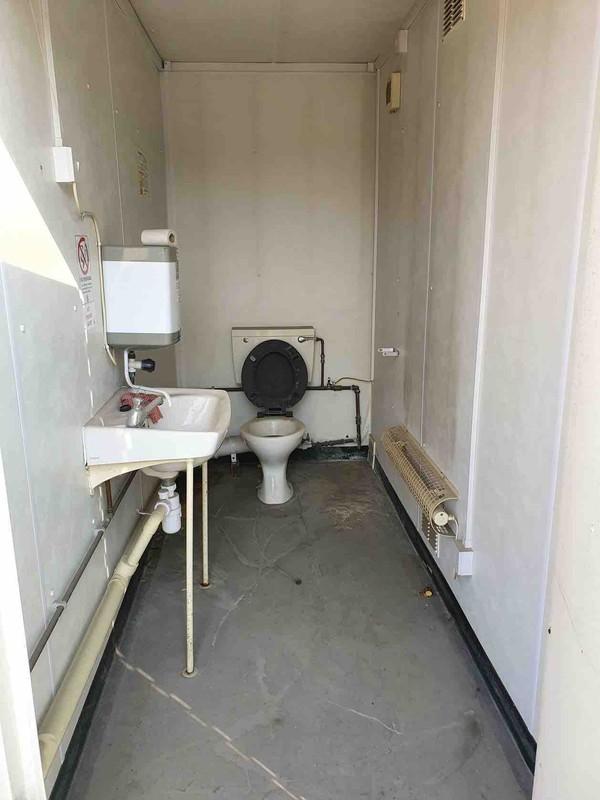 Single ladies loo with sink