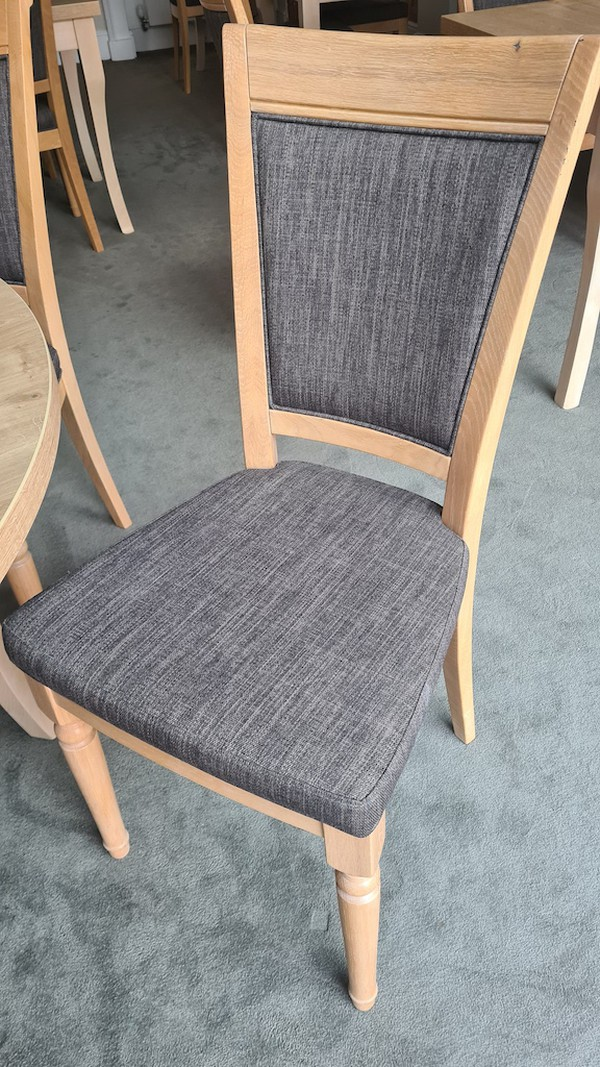 Fine Dining Oak Chairs & Tables