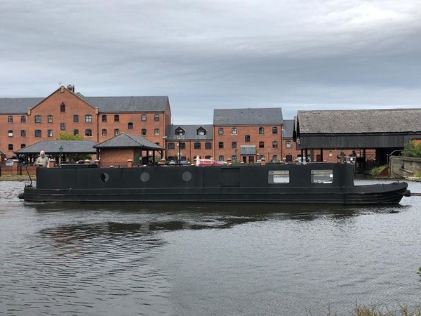 buying narrow boats cheshire