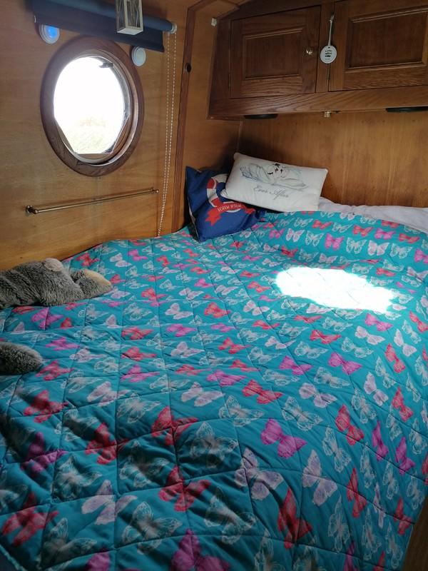 55ft narrowboat bedroom
