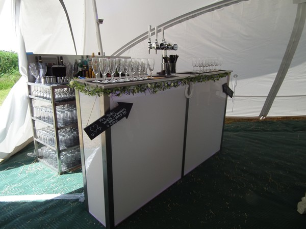 Bar unit with beer taps