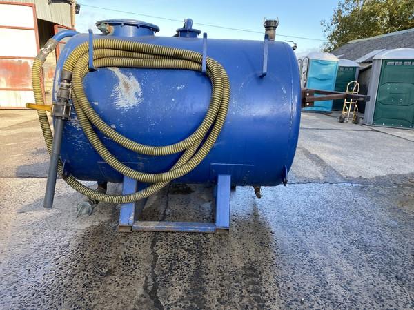 450 gallon waste / 200 gallon water