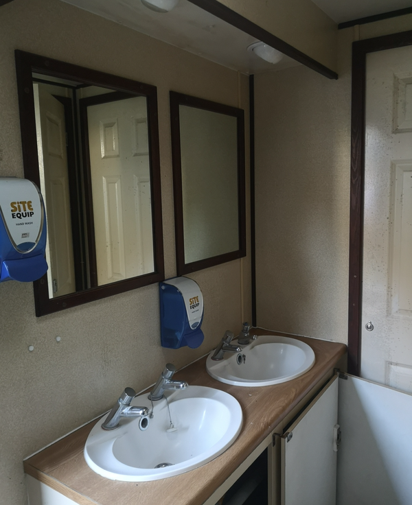 3 + 2 Toilet trailer