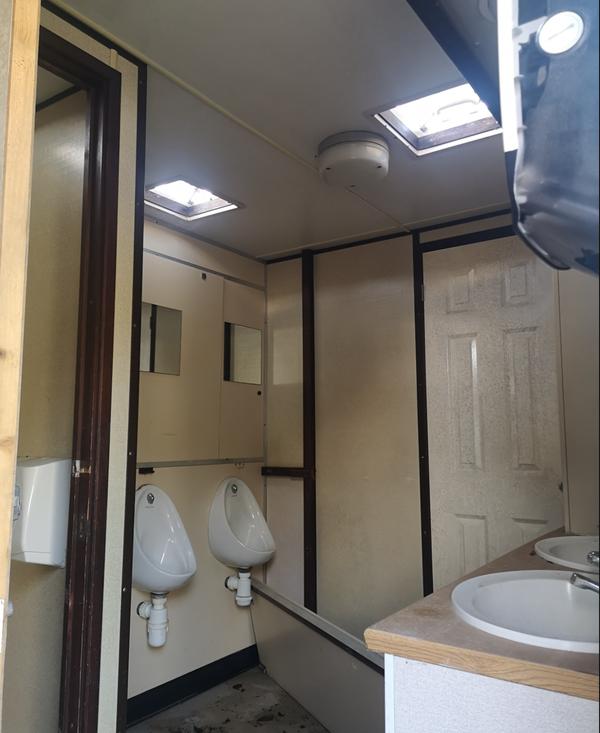 Recirc toilet trailer