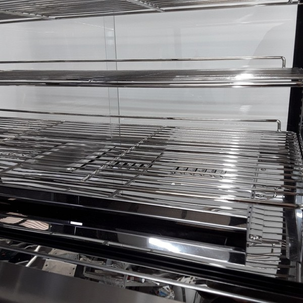 Heated display wire shelves