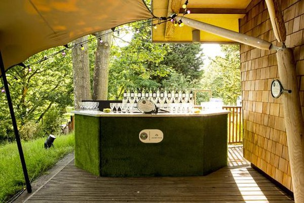 Mobile out door bar