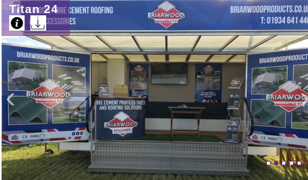 Exhibition trailer with roof and wings