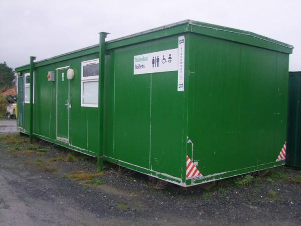 Green 32ft x 10ft Toilet Block