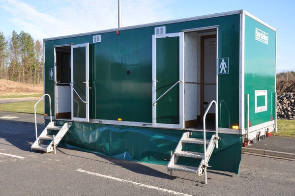 3 + 1 Toilet trailer with steps and skirts